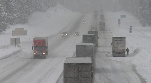 Winter driving on I-84 at Meacham Hill, Oregon