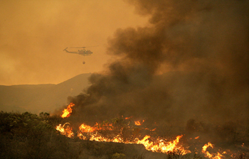 New NCAR wildfire prediction system: Helicopter hovers over smoky wildfire