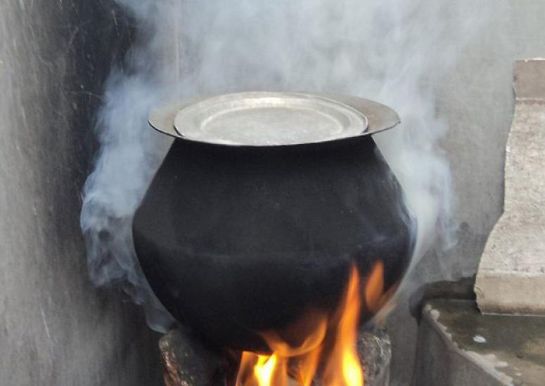 Cookstoves and air quality: A rural stove using biomass cakes, fuelwood and trash as cooking fuel