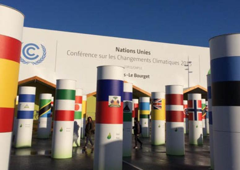 Capping at 2 degrees: photo of entrance to COP21, Paris climate conference