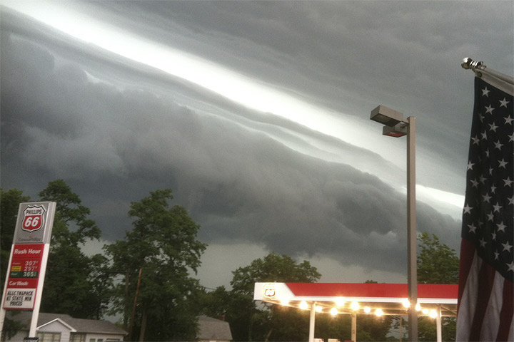 Shelf cloud with June 29, 2012, derecho